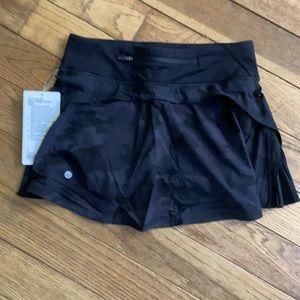 NWT Lululemon Play Off Pleats Skirt  Camo Deep Coal Black  MULTI Size 4 REGULAR